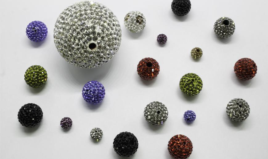 Strass and epoxy Shambala beads